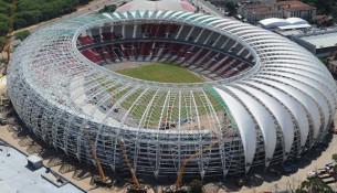 Brazílske Majstrovstvá sveta vo futbale začínajú už 12. júna, no niektoré mestá sú s prípravami pozadu.