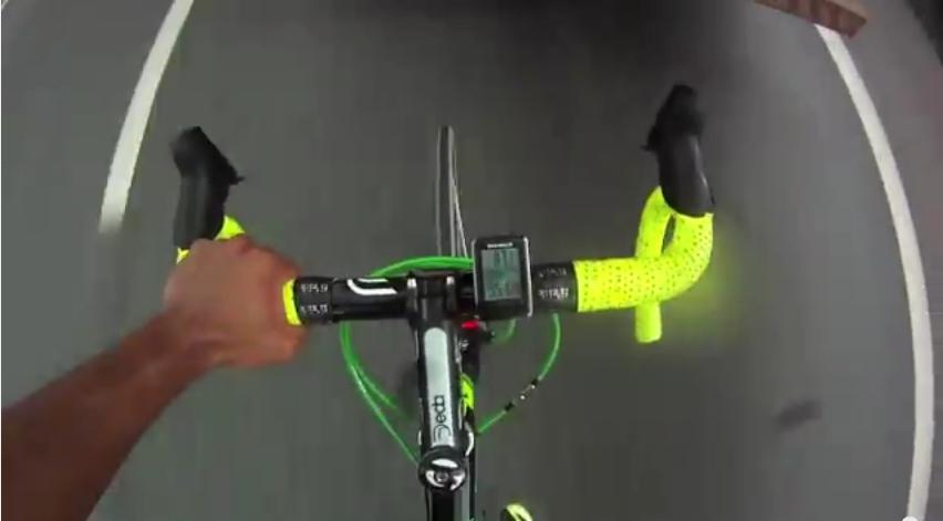 Bláznivý cyklista. (youtube.com)