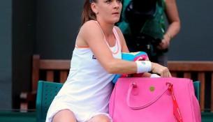 Agniezska Radwanska s nádhernou ružovou kabelkou na Wimbledone (gwizdek24.se.pl)