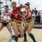 VIDEO: Polonahé pornoherečky si zahrali futbal ako na MS!