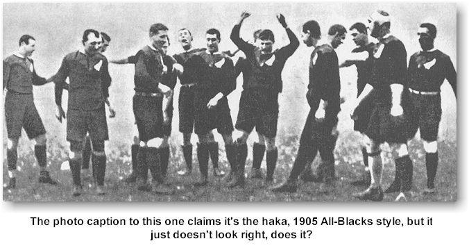Novozélandskí rugbisti predvádzajú Haka tanec v roku 1905 (wesclark.com)