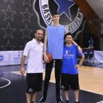 VIDEO: Má 13 rokov, meria 226 cm a chce byť hviezdou NBA