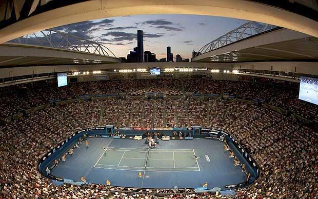 V pozadí Melbourne (tennisticketnews.com)