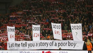 Bannery na Anfield Road (mirror.co.uk)