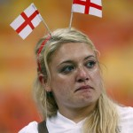 Anglická fanúšička na futbalových MS takisto nemala veľa dôvodov na radosť (sport.cz)