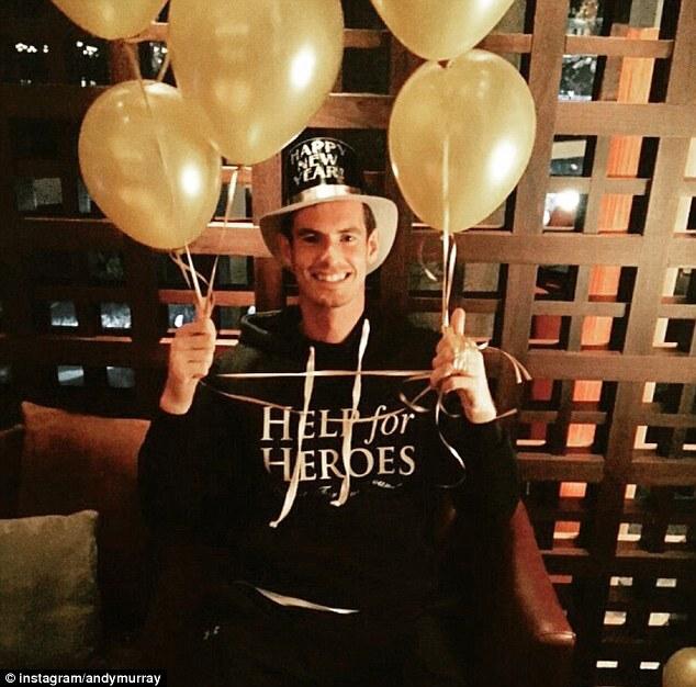 Andy Murray s balónmi v rukách (dailymail.co.uk)