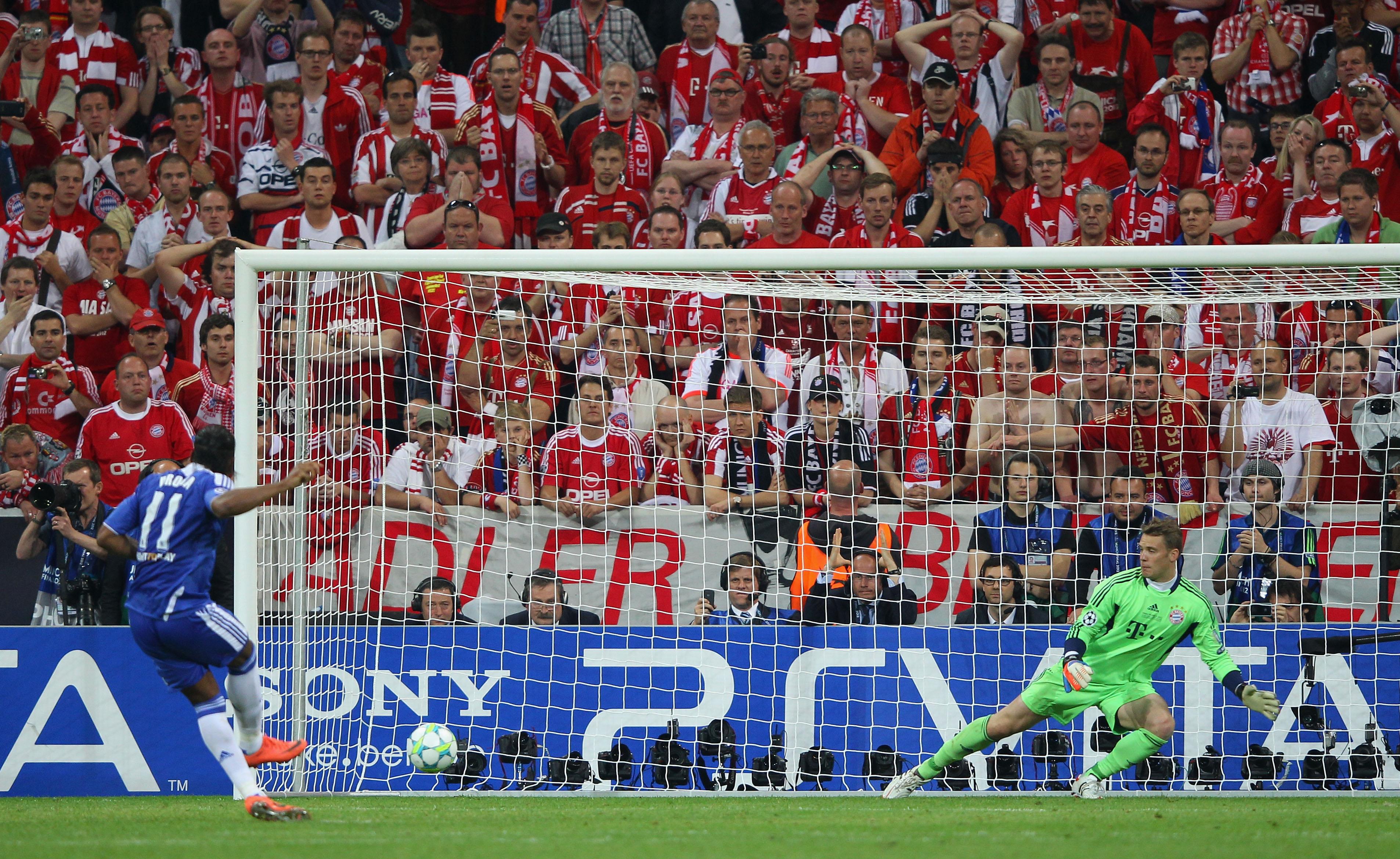Drogbova penalta, ktorá rozhodla ovíťazovi Ligy Majstrov vsezóne 2011/12 (sportskeeda.com.jpg)