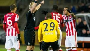 Rozhodca Kevin Blom, ktorý vylúčil Willemsa už po 29 sekúnd (m.goal.com)