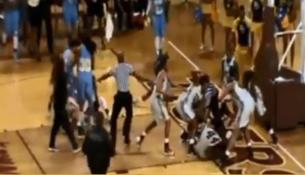 Hromadná bitka počas ženského basketbalového zápasu (metro.co.uk)