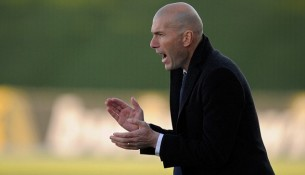 Zidane ako tréner B tímu (dailymail.co.uk)