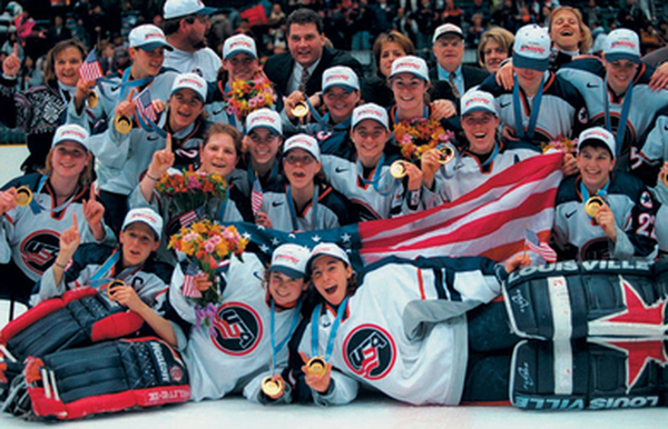 Víťazky ženského hokejového turnaja olympiády roku 1998 (thepinkpuck.com)
